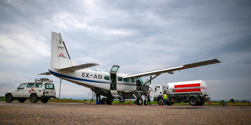 Plane been refueled in runway